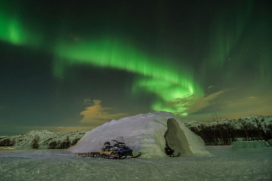 imagen de un hotel de hielo y nieve en el confn de noruega
