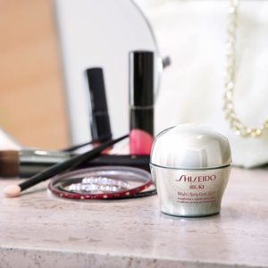 Shiseido compra Laura Mercier® and RéVive®.