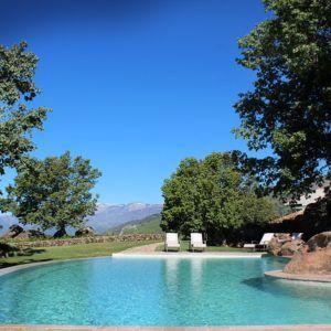 Hoteles 10 piscinas en el campo para el primer ba o de - Piscinas en el campo ...