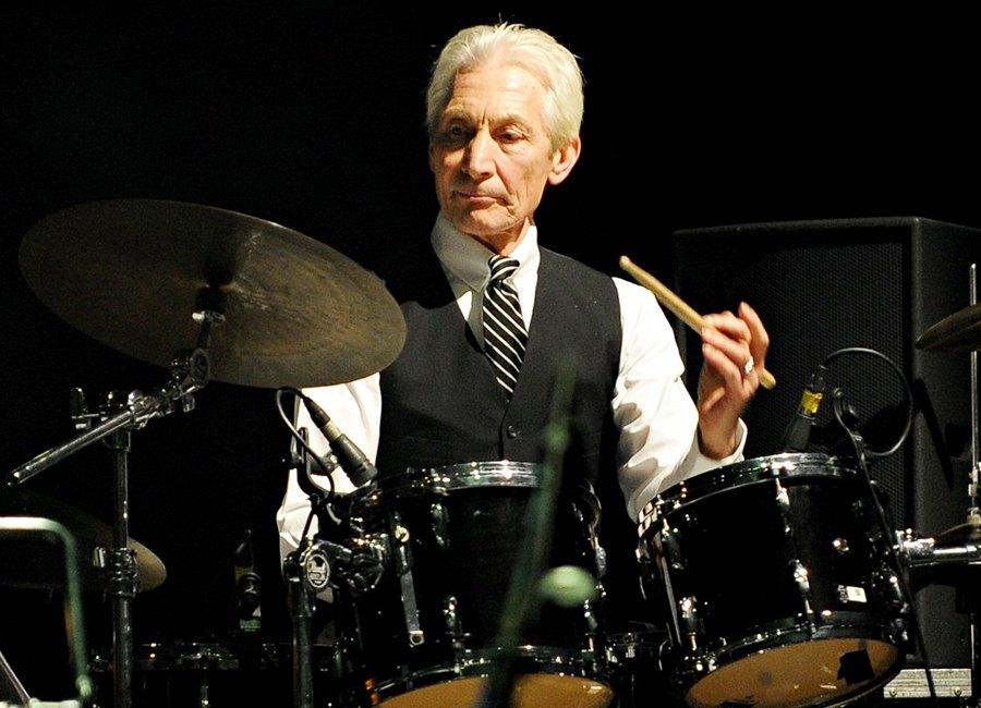 Charlie Watts, el hombre que parece cualquier cosa menos el batería de los Rolling Stones. - LOFF.IT Biografía, citas, frases.
