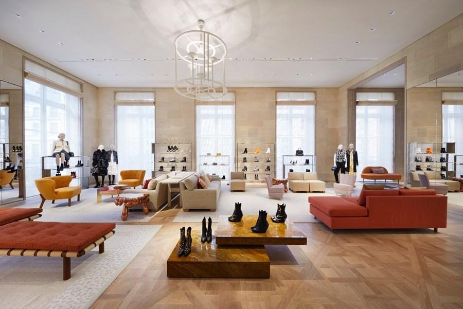 ea6a6e6cf imagen 3 de Louis Vuitton inaugura una nueva tienda en París, en Place  Vendôme.