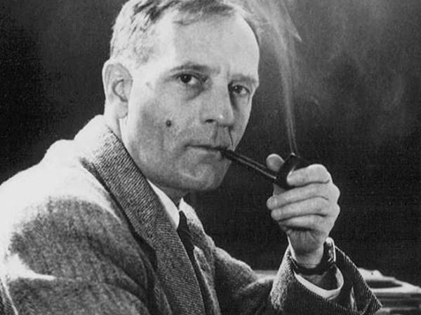 Edwin Hubble, el astrónomo que puso los cimientos a la teoría del Big Bang.  - LOFF.IT Biografía, citas, frases.