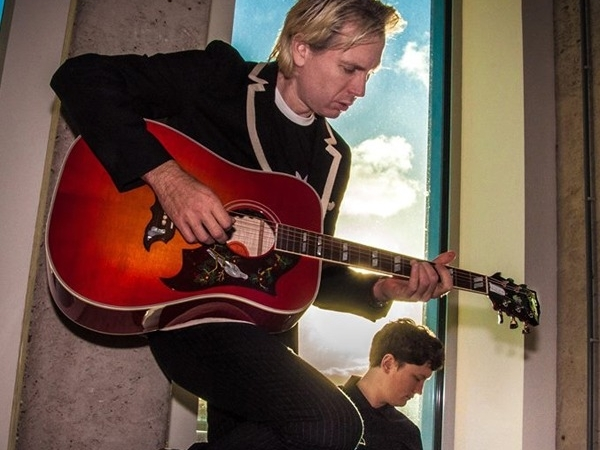 "Franz Ferdinand presenta el video de ""Always Ascending""."