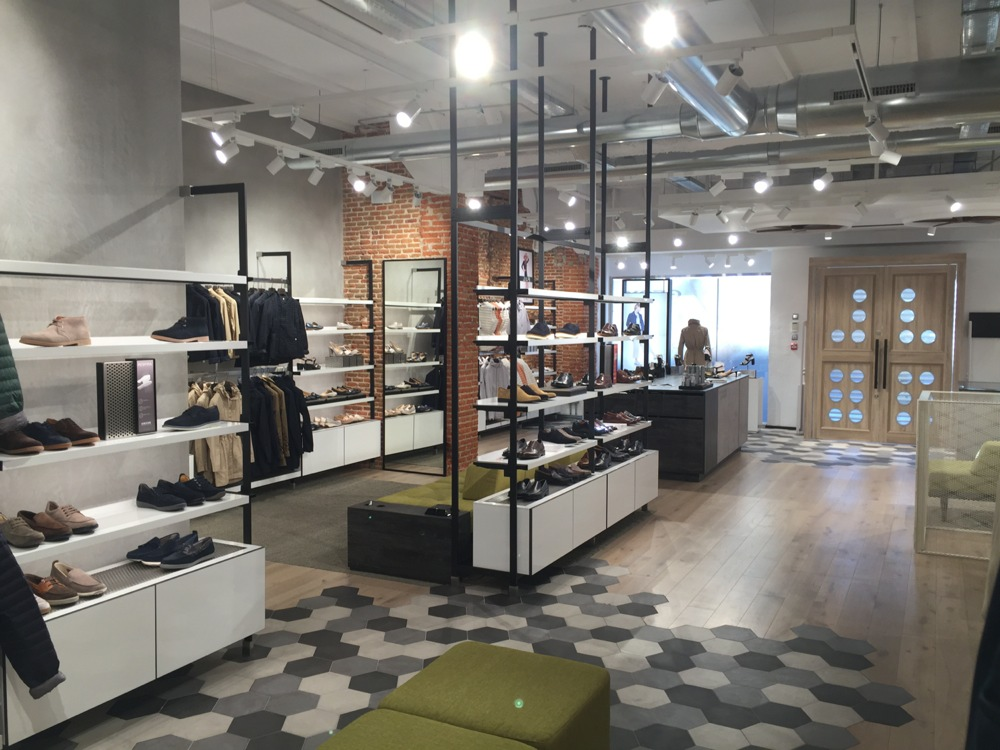 Grapa Monet Toro  Geox reabre su tienda en Madrid. - LOFF.IT