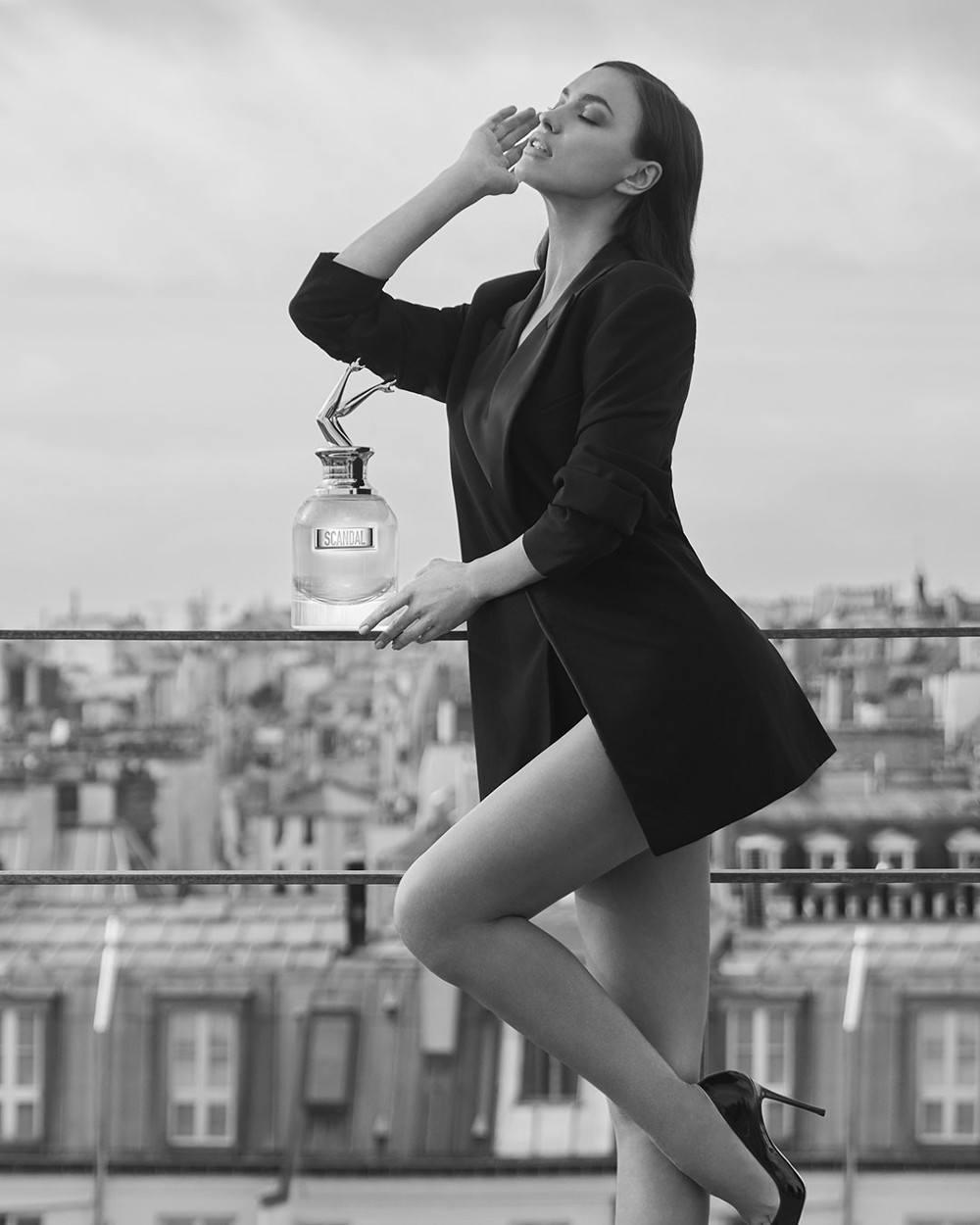 bcf79de6 Irina Shayk nos tienta con Scandal A Paris de Jean Paul Gaultier. Jean Paul  Gaultier ha vuelto para provocar el escándalo. - LOFF.IT