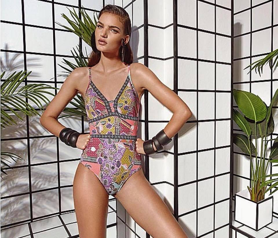 Transformador frente A rayas  Dolores Cortés, bellos biquinis y bañadores de diseño. - LOFF.IT