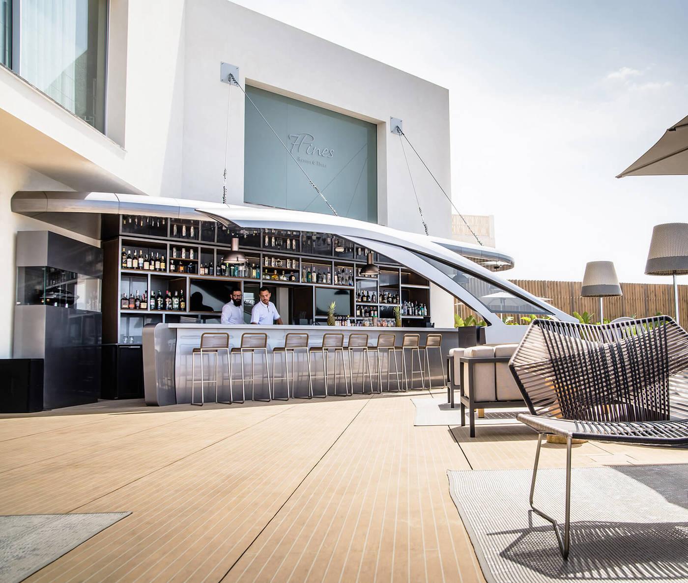 Pershing Yachts Terrace, en el 7Pines de Ibiza, es la terraza más  glamourosa del verano. - LOFF.IT
