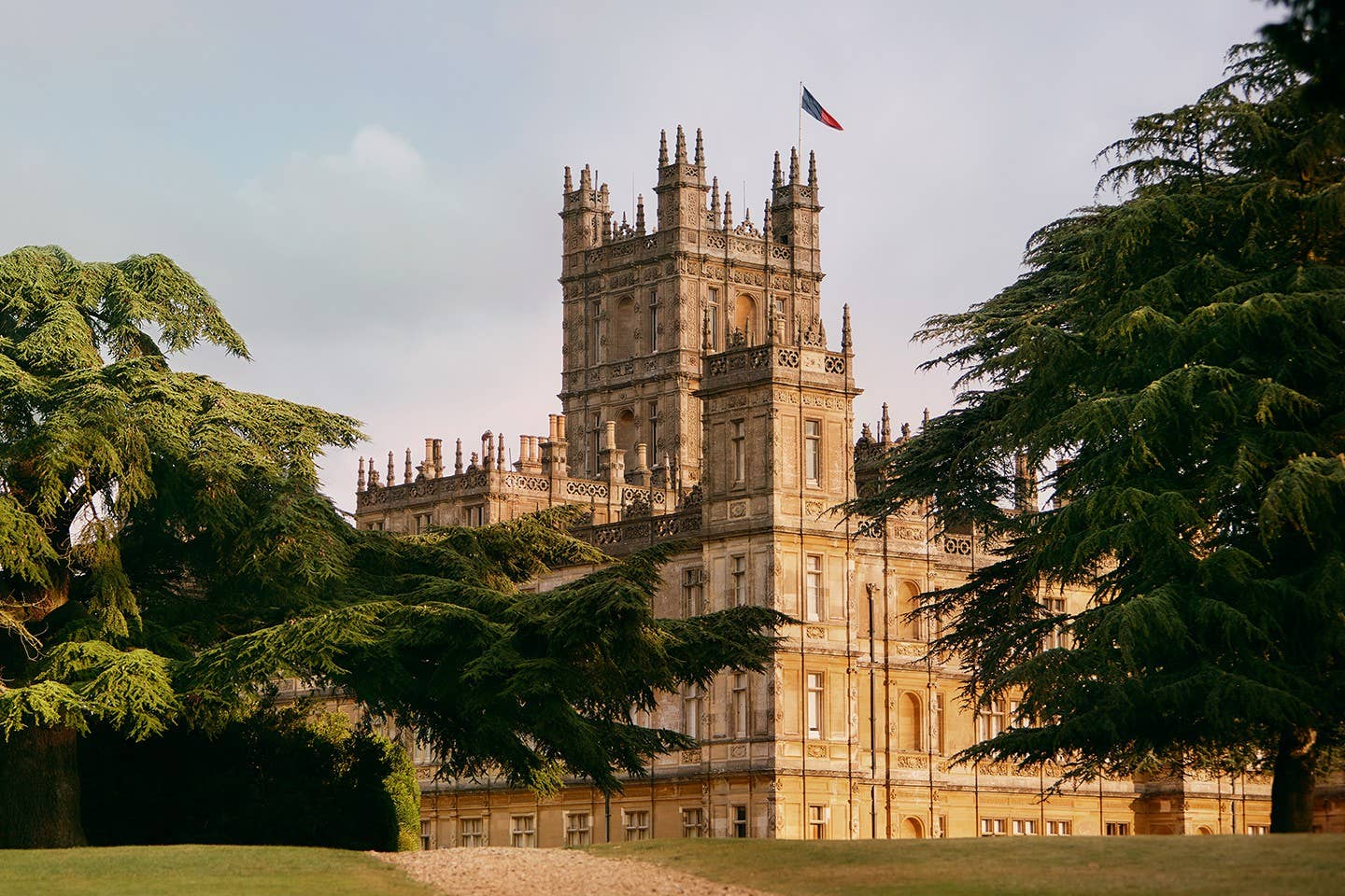 imagen 1 de Dormir en Highclere Castle, el castillo de Downton Abbey y el de Lord Carnarvon, mecenas de Howard Carter.