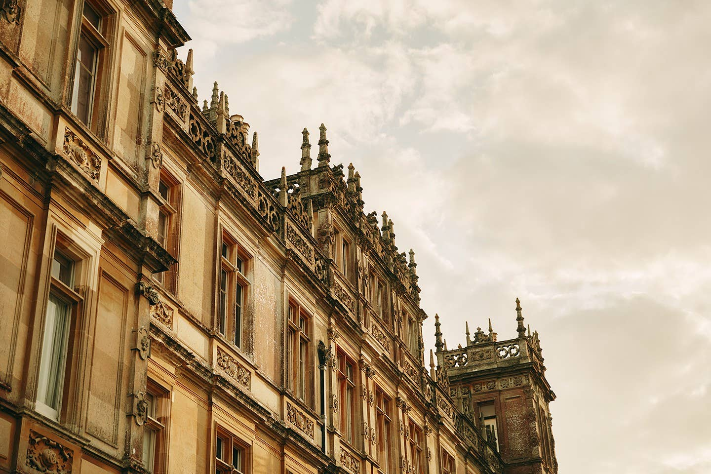 imagen 2 de Dormir en Highclere Castle, el castillo de Downton Abbey y el de Lord Carnarvon, mecenas de Howard Carter.