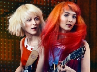 The MonaLisa Twins recrean con sus voces un villancico tradicional.