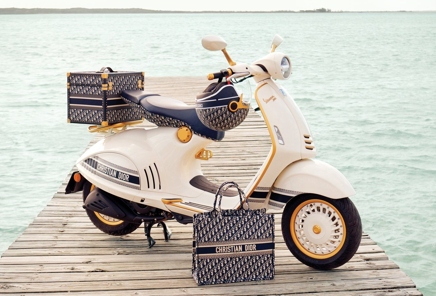 Vespa 946 Christian Dior: nuevas vacaciones en Roma.