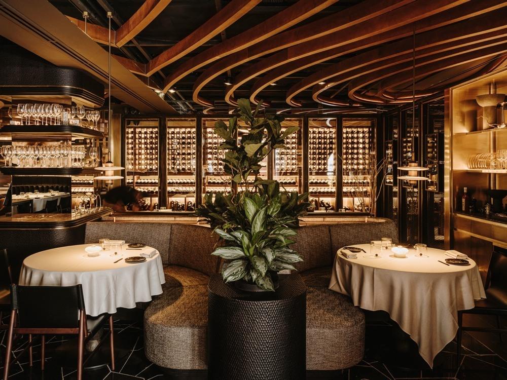 Leña Marbella, un restaurante de interiorismo espectacular y carnes de escándalo.