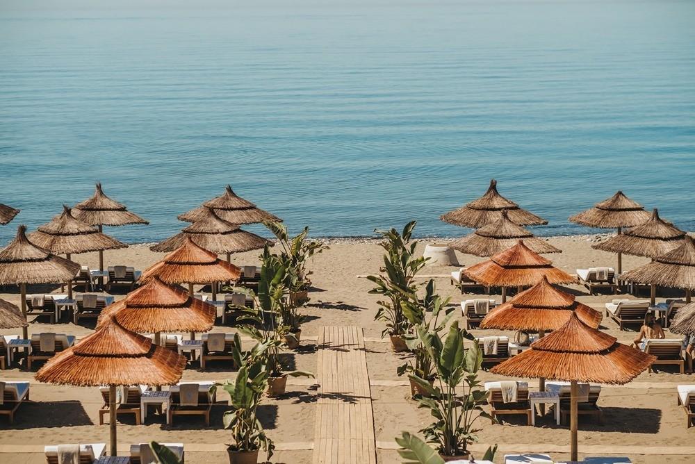 Salduna Beach, verano azul en Marbella.