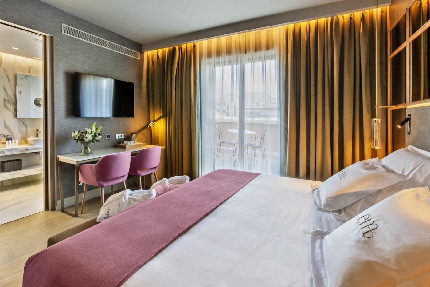 Barceló Emperatriz, el hotel inspirado en Eugenia de Montijo, te espera.